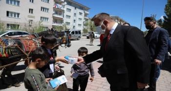Palandöken'de Arefelikler, faytonla çocuklara ulaştırıldı